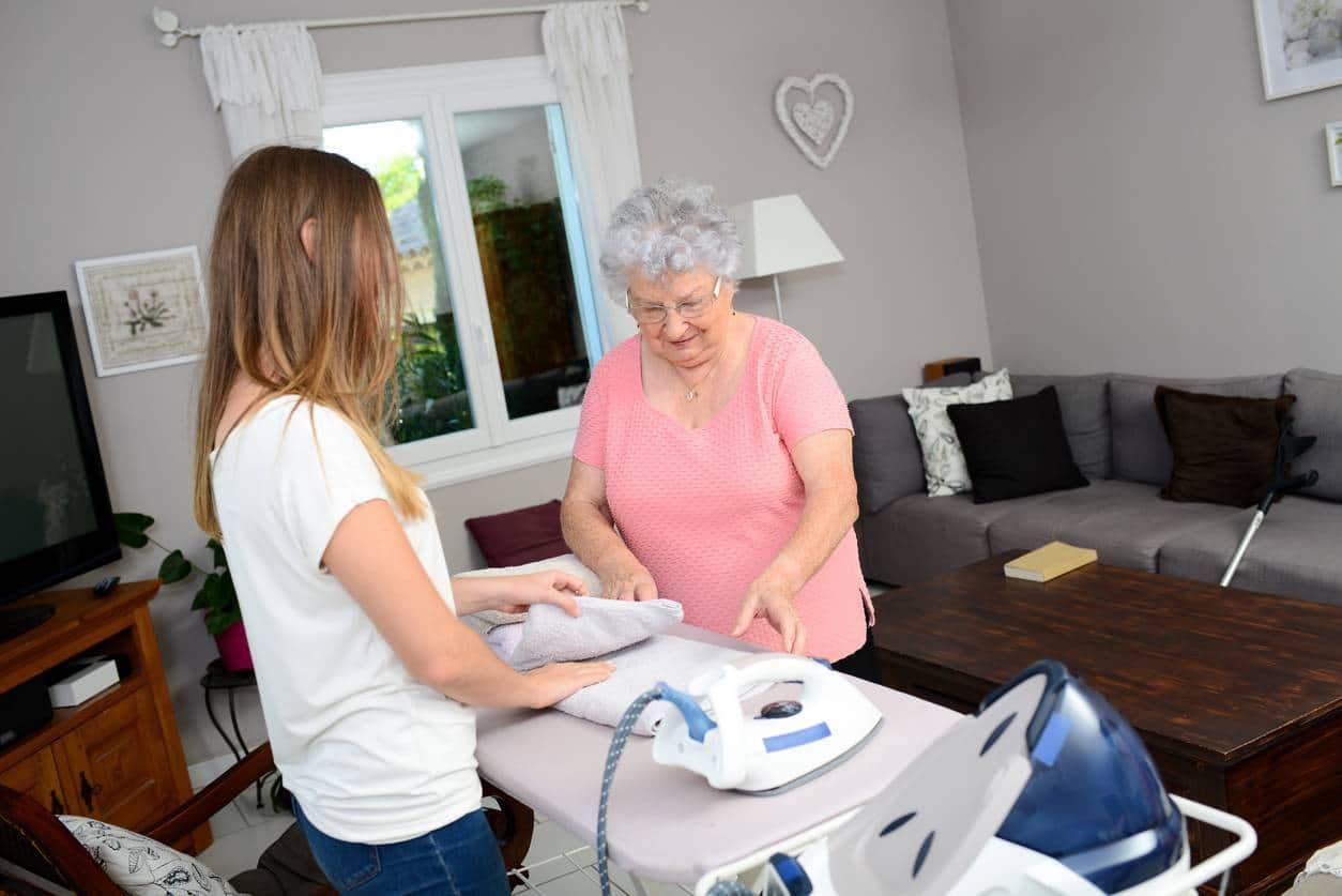 aide aux séniors aide ménagère à domicile